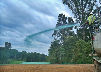 Kontrola erozji - hydrosiew i klej do hydrosiewu PAM jako natryskowa mata i zabezpieczenie przed erozją.